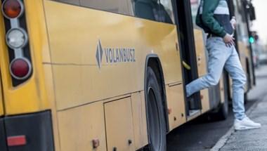 Ingyen utazhatnak az alsósok a helyközi járatokon az iskolák újranyitása után