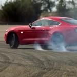 Nagyot tombolt az új Mustang az európai megjelenés örömére – videó