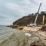 Népszava: Mészáros Lőrincet hibáztatják a balatonszemesi park tönkretételéért
