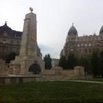 Ugyanolyan eljárás vár a szovjet emlékmű megdobálóira, mint Gulyásékra