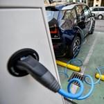 Elektromos autókat vesz a kórházaknak a kormány