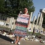 Az új Fradi-stadiont jegyző cégcsoport állította fel a Szabadság téri emlékművet
