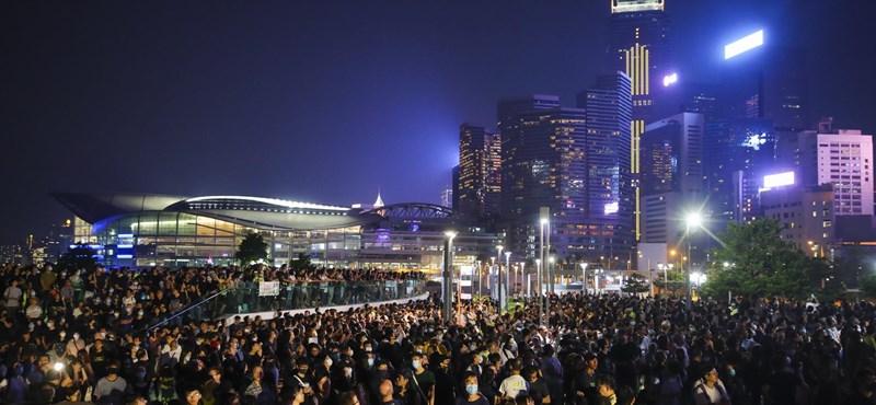 Mellbe lőttek a rendőrök egy férfit a hongkongi tüntetésen