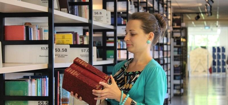 Zseniális, kétperces műveltségi teszt: felismeritek a szerzőt a regény címe alapján?