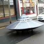 """Itt az év autós videója: UFO-t """"üldöztek"""" az ír rendőrök"""