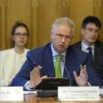 Idegengyűlölő, rasszista és antiszemita magyar miniszternek nevezték Trócsányit, perel