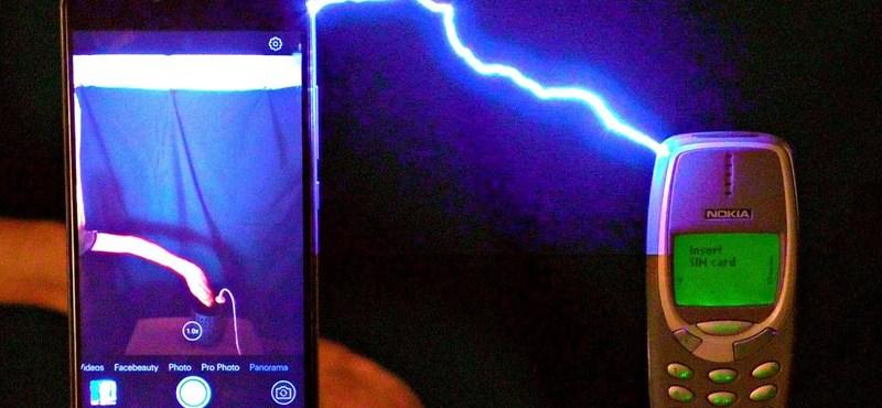 Ez történt, miután egymillió voltos áramütés ért egy Nokia 3310-et – videó