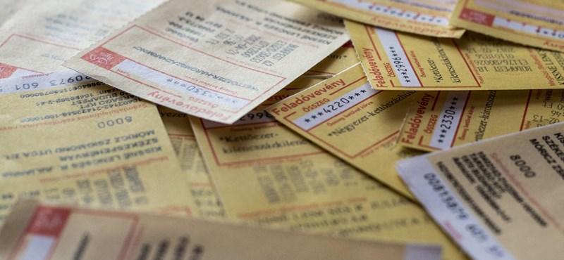 Elmondta a posta, hogyan kézbesíti a rezsiutalványokat