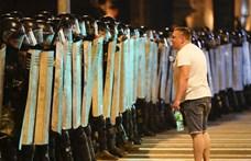 Éles lőszert is használtak a fehérorosz rendőrök a tüntetők ellen