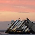 Genovában szedik szét a Costa Concordia roncsát