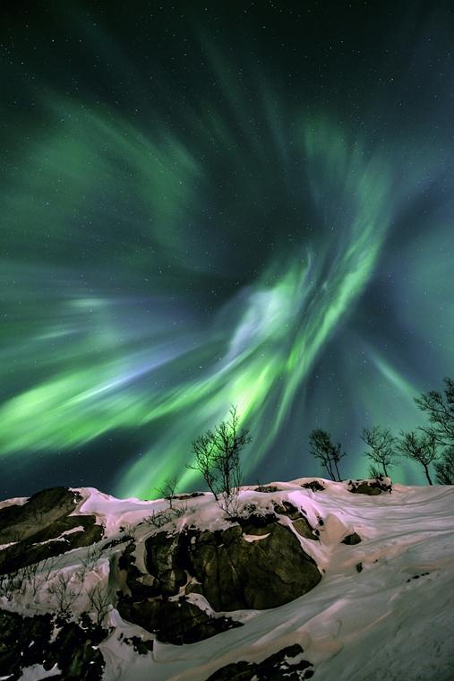 ''Earth and Space'' kategória, 2. helyezett: Green Energy - Brit Királyi Obszervatórium, Astronomy Photographer of the Year 2013.