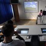 Egyenértékű lesz felnőttképzésben és az iskolákban szerezhető végzettség