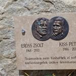 Fotó: Emléktáblát állítottak Erőss Zsoltéknak a Kancsendzöngán
