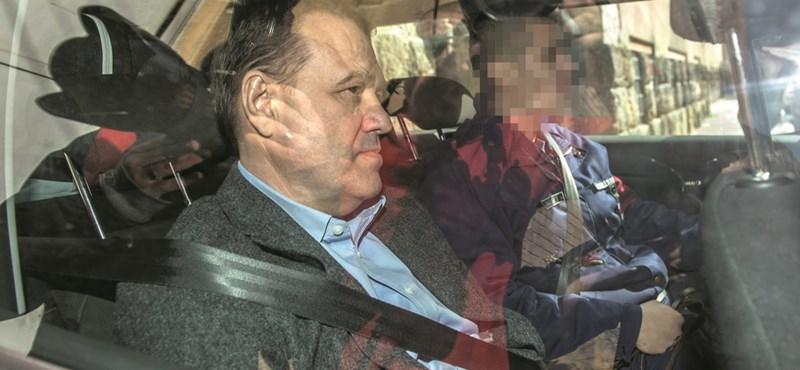 Ki sem hallgatták Tarsoly Csaba személyi titkárát