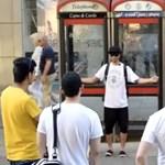 Ölelést kért egy muszlim férfi Manchester utcáin, nézze meg, mi történt – videó
