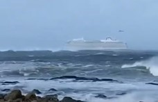 Partot ért Norvégiában a bajba került turistahajó