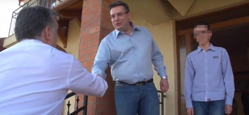Négy éve még vendégül látta Orbánt, most két év börtönt kapott