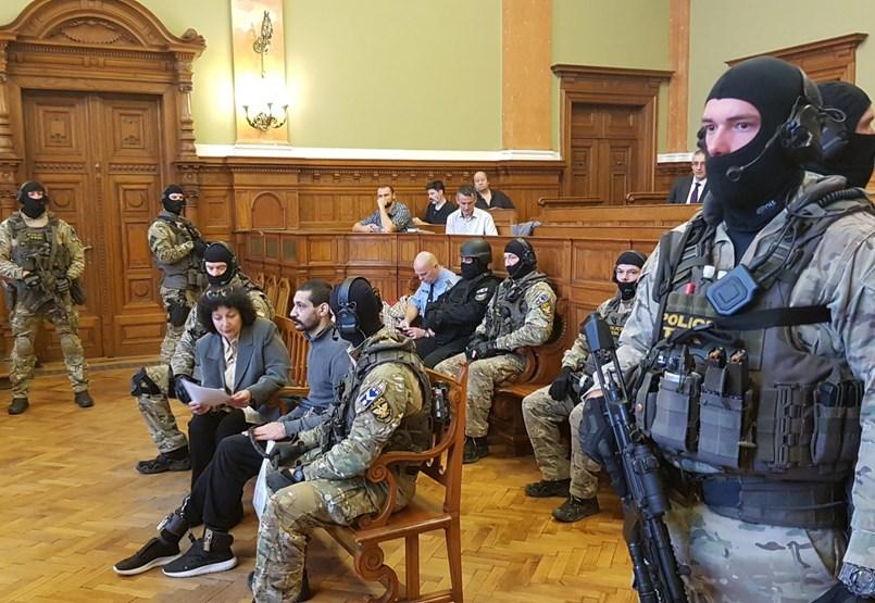 Hasszán F. azt állítja, megverték a rendőrök, és a börtönben is bántalmazták - élőben a tárgyalásról