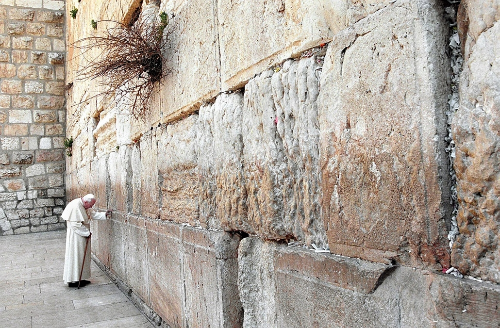 afp.2000.03.26. - Jeruzsálem: ima a Siratófalnál. -  - ,II. János Pál pápa