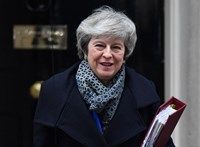 May sem szeretné a Brexit elhalasztását, pedig nincs megoldás az ír határ ellenőrzésére