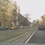 Busszal ütközött egy autó a Thököly úton