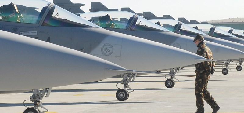 Mobil repülőgéphangárt vesz a Saab-tól a Magyar Légierő