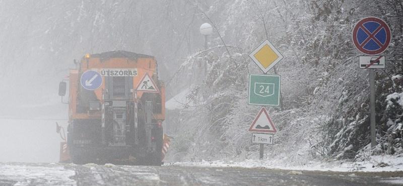 12 milliárdért sózza fel az utakat Mészáros Lőrinc köre