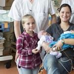 Nagy meglepetést okozott egy ikreket szülő német nő