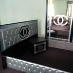 Hamis Gucci és Chanel bútorokkal volt tele egy raktár Hajdú-Biharban