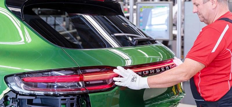 Beindult a gyártás: mambazöld lett az első új Porsche Macan
