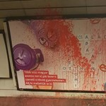 Festékkel öntötték le a Háttér Társaság melegbarát plakátját
