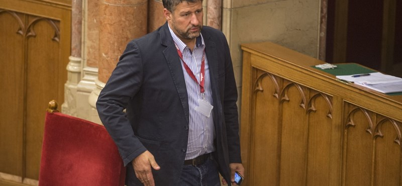 Felfüggesztették a fideszes Simonka mentelmi jogát