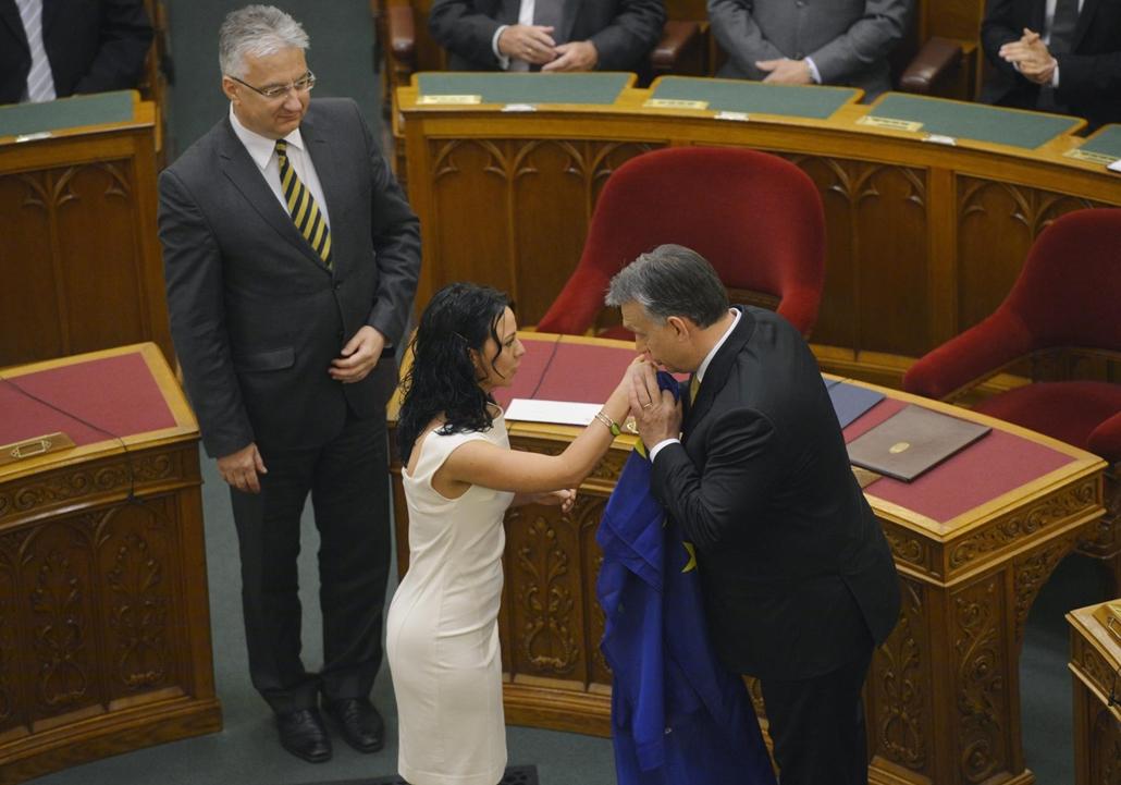 mti.14.05.10. - Szabó Tímea, Orbán Viktor, Semjén Zsolt, eu-zászló, eu zászló