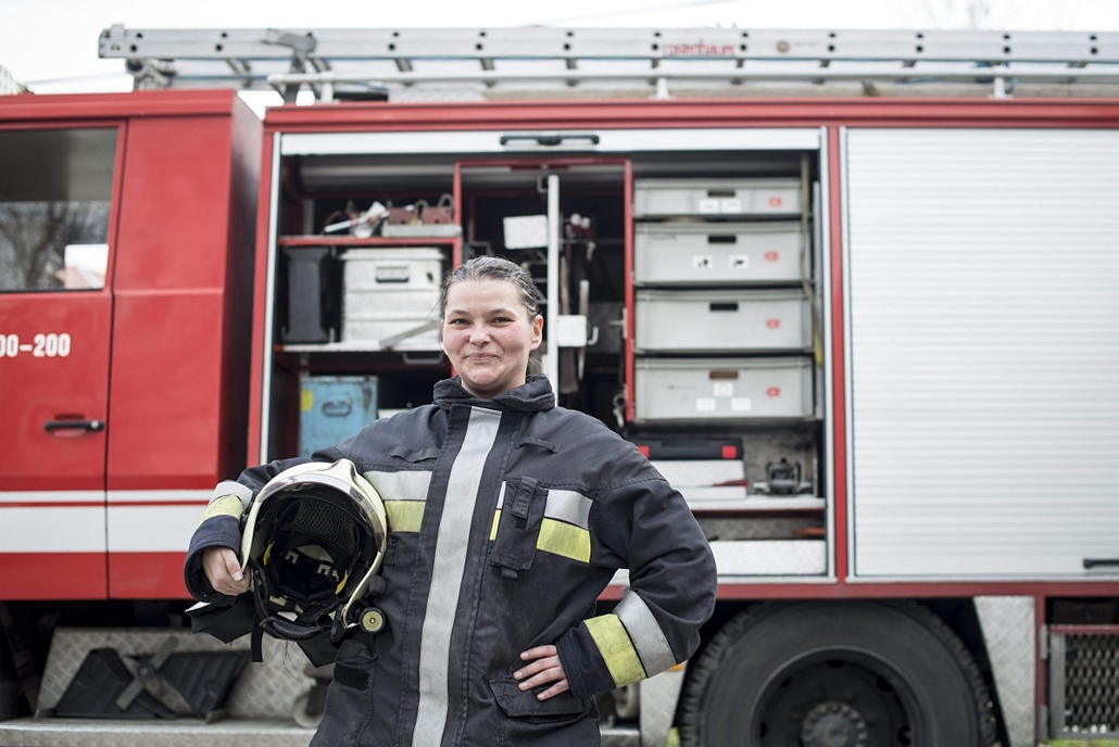 mti.16.03.07. - nemzetközi nőnap - Nagy Enikő önkéntes tűzoltó