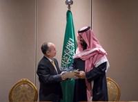 Merkel bekeményített, Trump mosdatja, a japán csúcsmilliárdos ráfizethet a szaúdi trónörökös barátságára