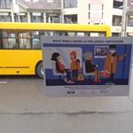 Az összes közlekedési eszközön belefuthat a WHO és a kormány közös plakátkampányába