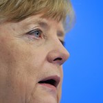 Valami történt Merkellel: törött szék vagy ájulás?