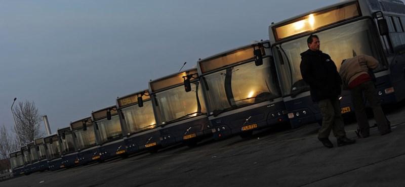Hamarosan kiderül, továbbra is halálra kell-e dolgozniuk magukat a buszsofőröknek