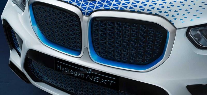 Percek alatt feltölthető villanymotoros BMW: itt a hidrogénes X5