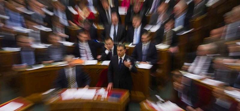 Beindult Orbánék szavazógépezete - percről percre a parlamentből