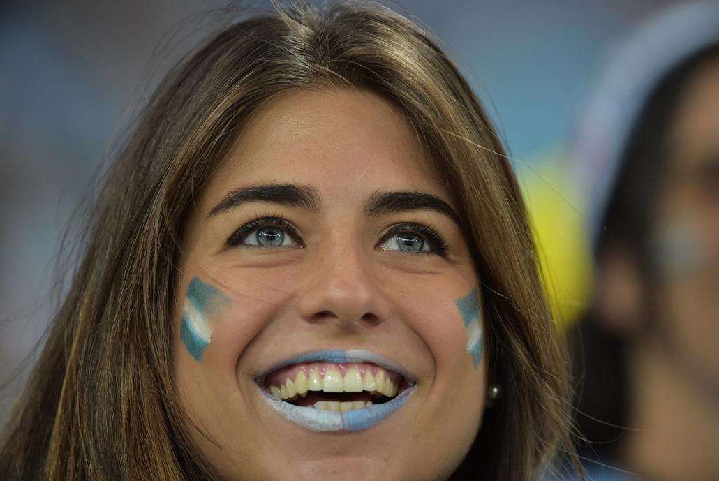 afp. vb-lányok, foci-vb 2014, szurkolók - Rio de Janeiro, Brazília, 2014.06.15.