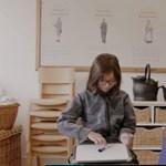 Kínos helyzetbe hozták szüleiket ezek a brit kisiskolások: videó