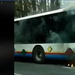 Lángolt egy busz vasárnap Hévíznél - videó