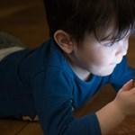 Segít-e a telefonnyomkodás abban, hogy megtanuljon olvasni a gyerek?