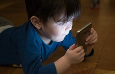 44 főügyész kéri a Facebooktól: hagyja békén a gyerekeket