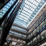 Matolcsyék high-end tárgyalót és szuperkönyvtárat építenek a Nyugatihoz