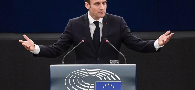 Vállalja a felelősséget a tüntetőket verő testőréért Emmanuel Macron
