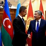 A kirgiz külügy kitüntette Szijjártó Pétert