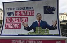 Felcsútra viszi a Momentum az Orbánt tolvajként feltüntető plakátot