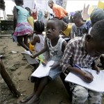 A szabadban tartanak órákat a libériai diákoknak - képgaléria